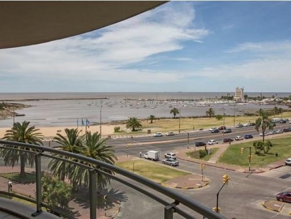 Apartamento En Venta Puerto Buceo 7005