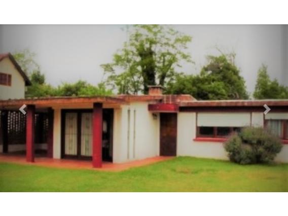Casa Con Apartamento En Barrio Country En Venta