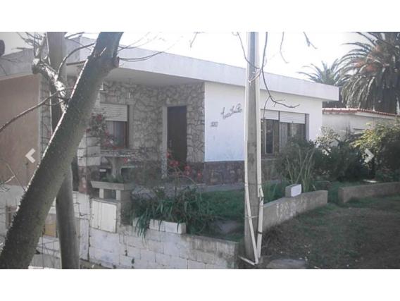 Casa En Venta En Piriápolis En Av Comercial