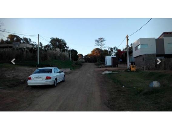 Dos Casas Frente Al Mar En Venta Piriápolis