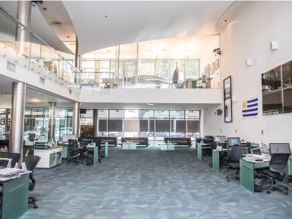 Amplia Oficina En Punta Carretas Ref. 7502