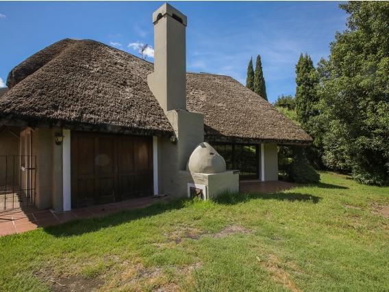 Casa En Venta Con Renta En Carrasco Ref. 5838