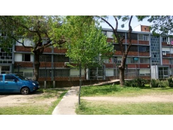 Montevideo Apto 2 Dormitorios, En Planta Baja